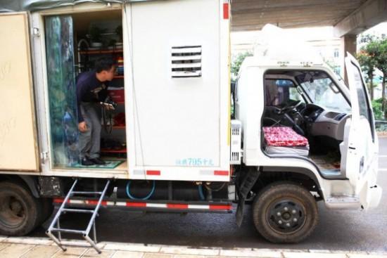 Дом на колесах из грузовика