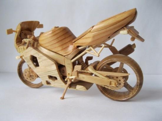 Миниатюры мотоциклов из дерева