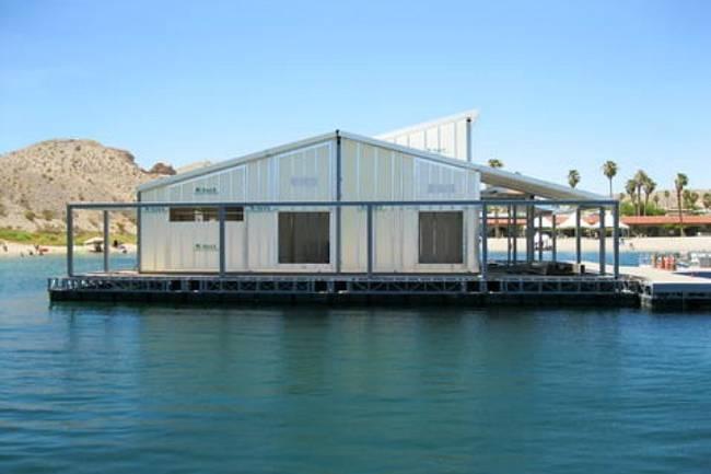 Плавающее здание