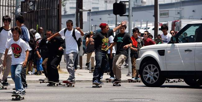 Уличный скейтбординг