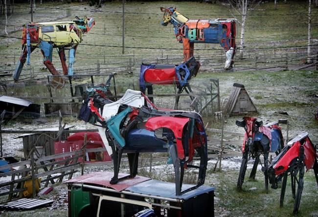 Скульптуры из старых автомобилей
