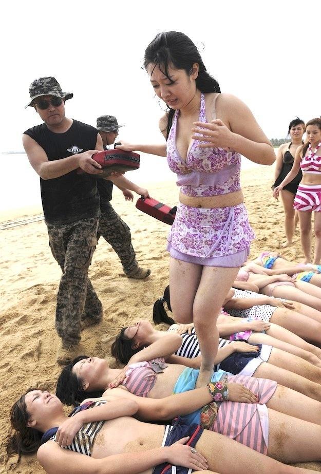 Подготовка девушек телохранителей в Китае