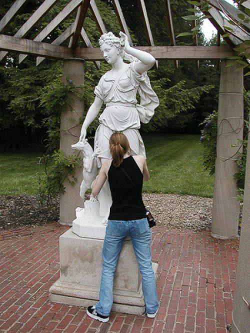 Не приличные статуи